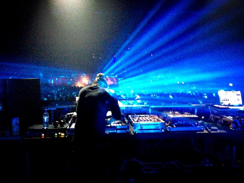 Thom estrena remezclas durante su DJ set en Warehouse Project